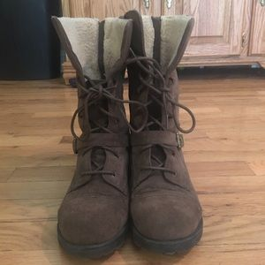 Shoedazzle combat boots with fur brown size 8